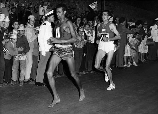Abebe Bikila au marathon de Rome (1960)